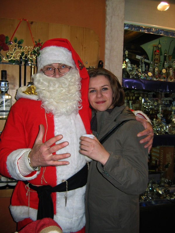 Santa Clausa gives drinks away!