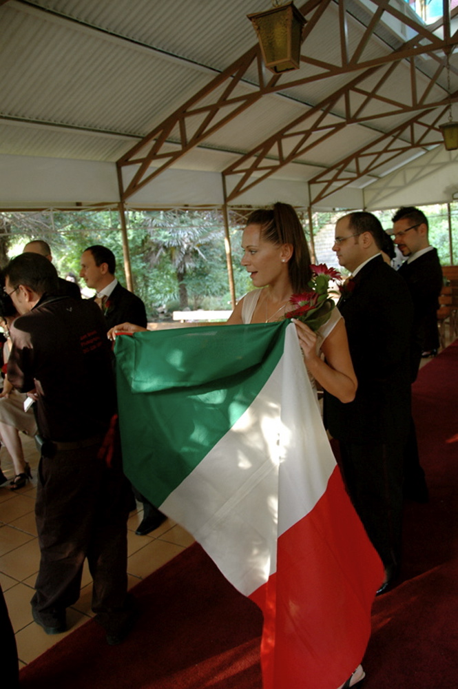 The italian flag pops out!