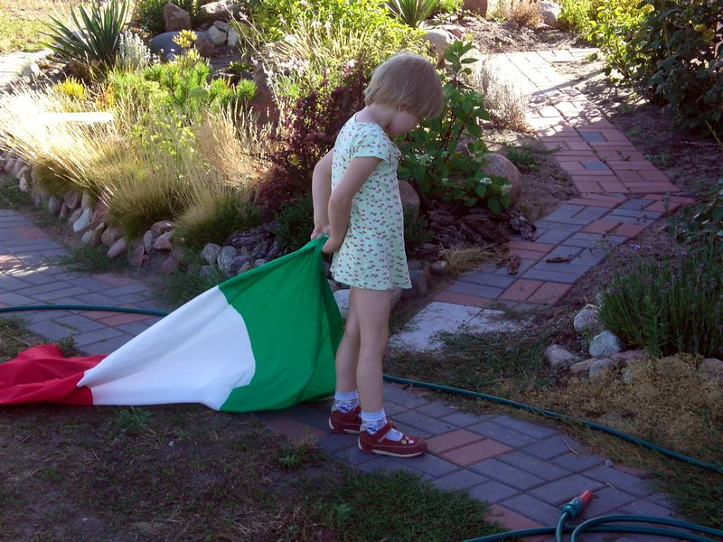 Suzanna and the italian flag.